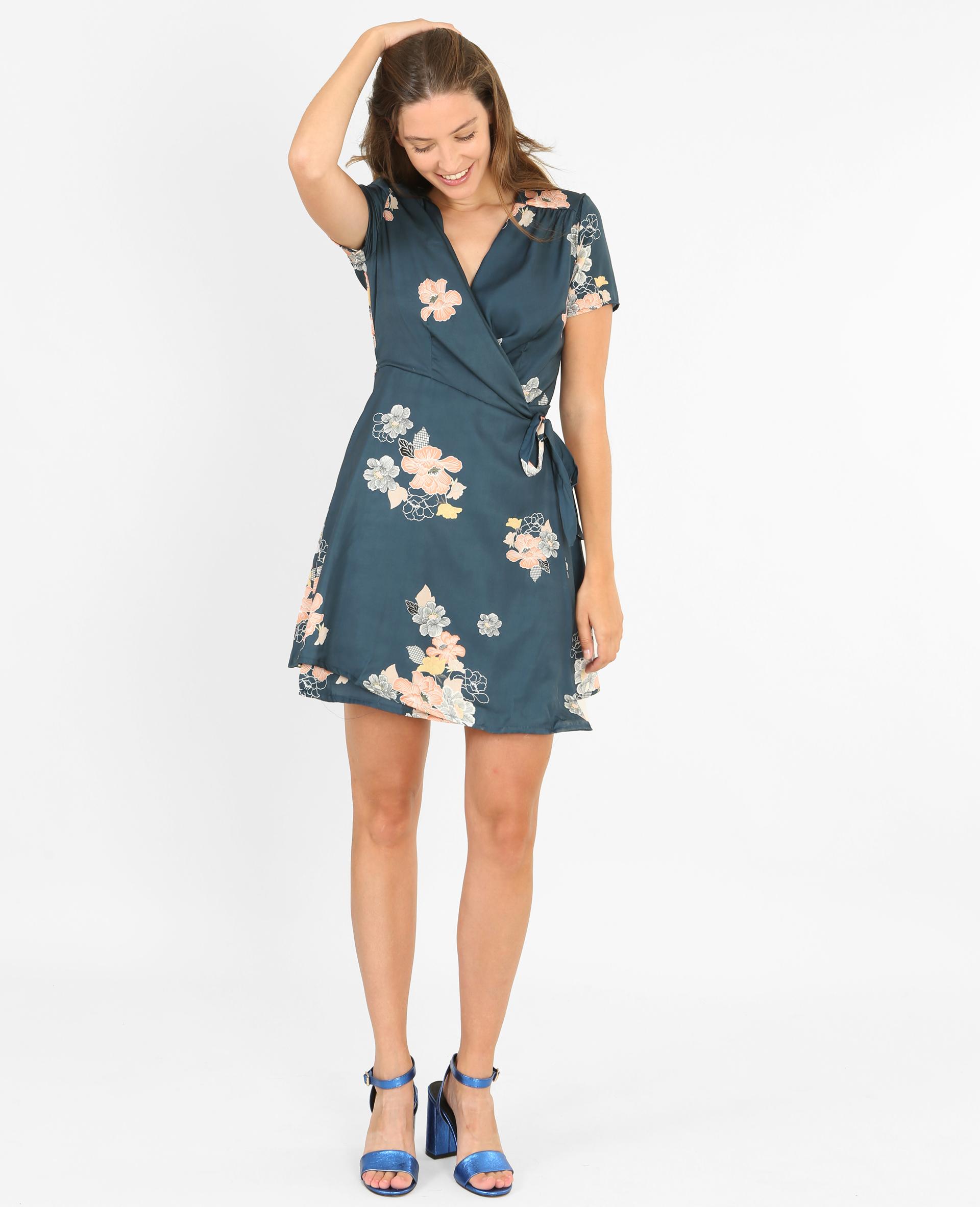 82609ed1121374 Такі моделі, пошиті з однотонних матеріалів, прикрасять як повсякденний  гардероб, так і офісний. Це відмінний варіант сукні для струнких дівчат з  фігурою ...