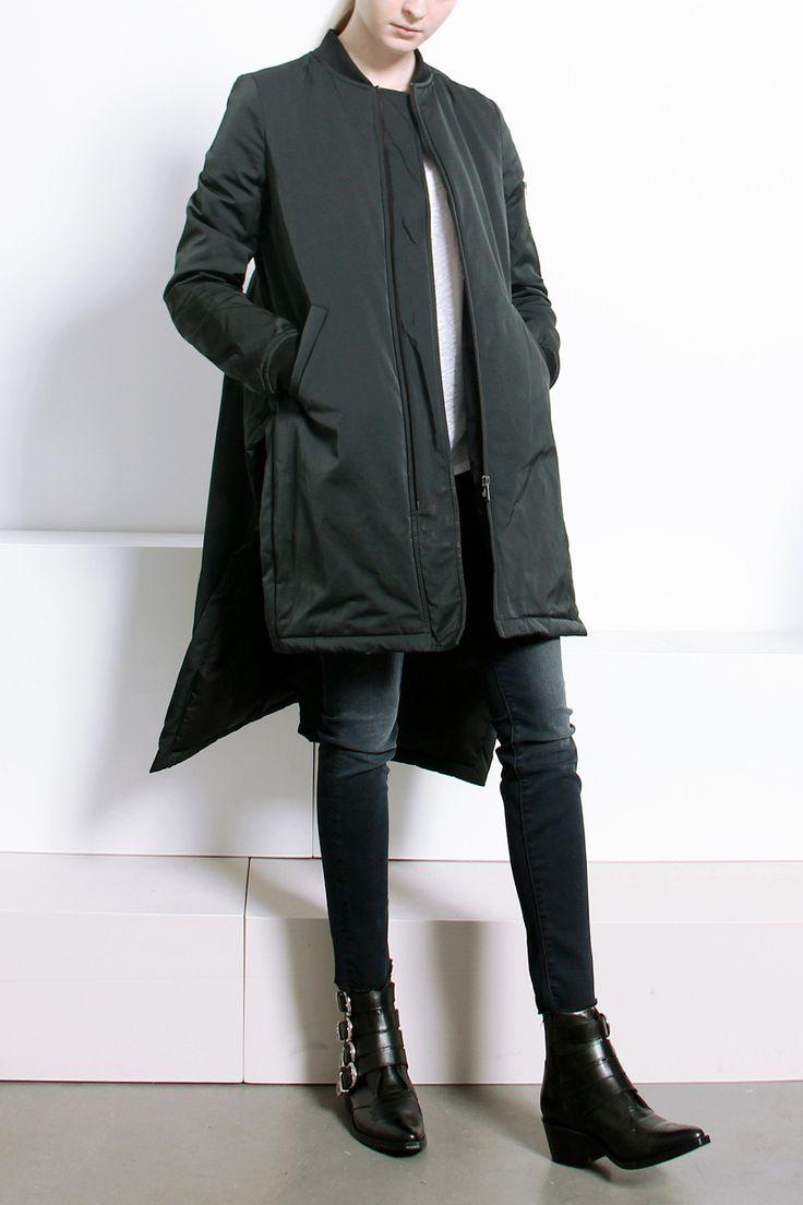 Подовжені Куртки Жіночі Зимові Або Модні Джинсові на Синтепоні, Шкіряний Бомбер на Осінь, Утеплена Модель з Стежкой на Весну
