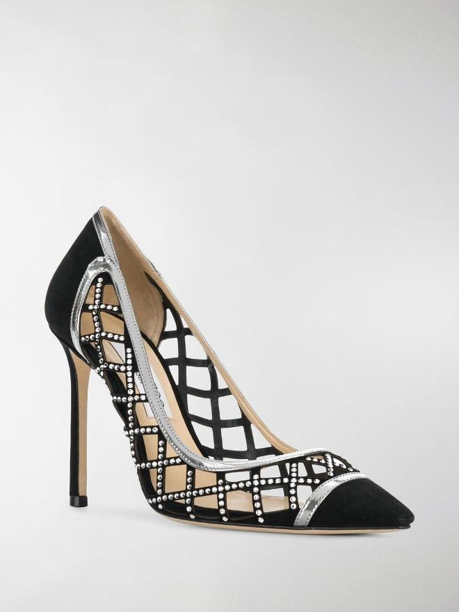 5f37194c2b9f5d ... пропонує приміряти образ елегантності в зручного взуття на шпильці.  Вечірня лінійка туфель не обійшлася без допомоги ювеліра Саші Рэтью, що  дозволило ...