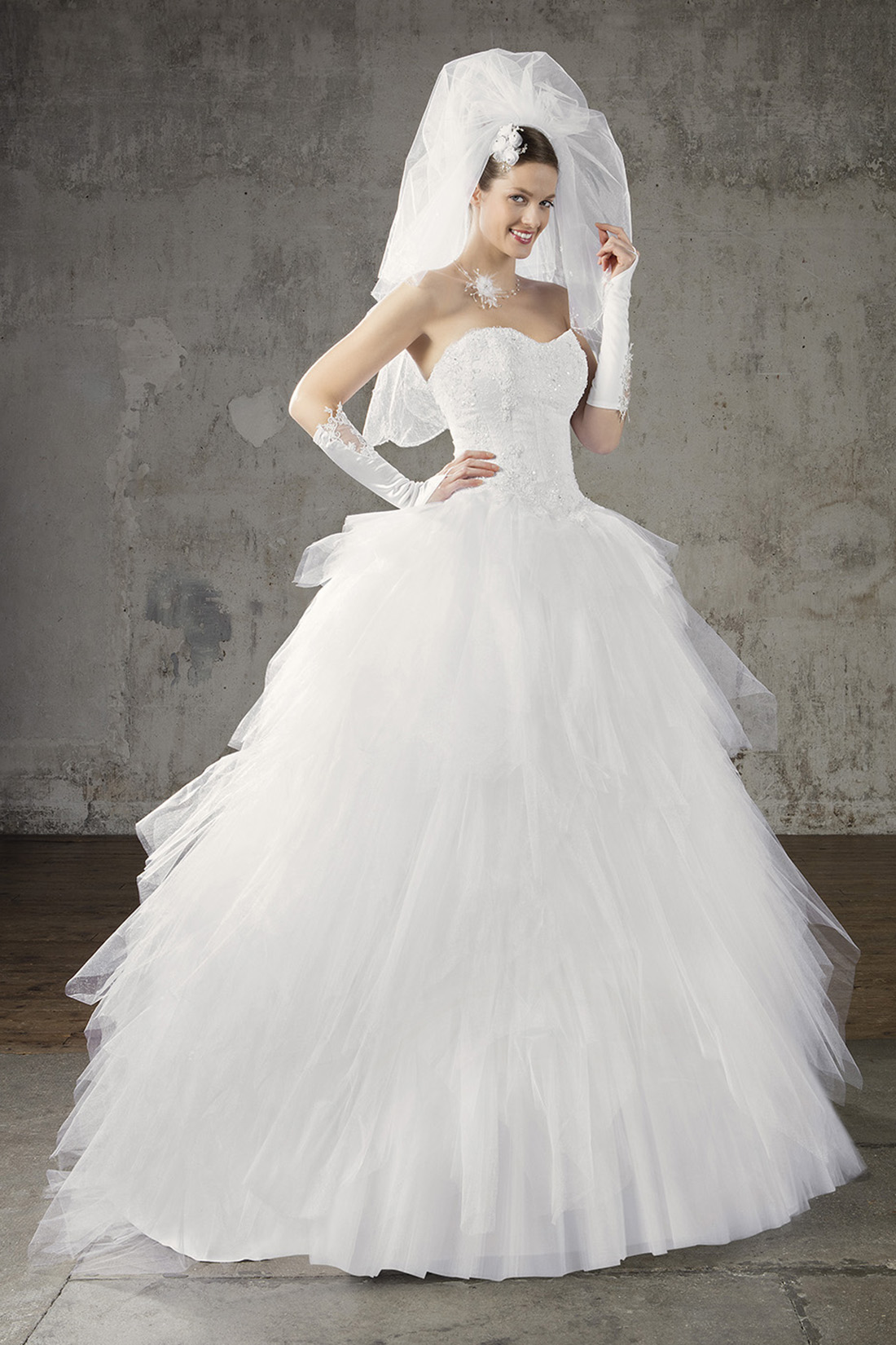 a19bde193e3373 Пишні Весільні Сукні з Рукавами з Мережива зі Шлейфом, Красиві ...