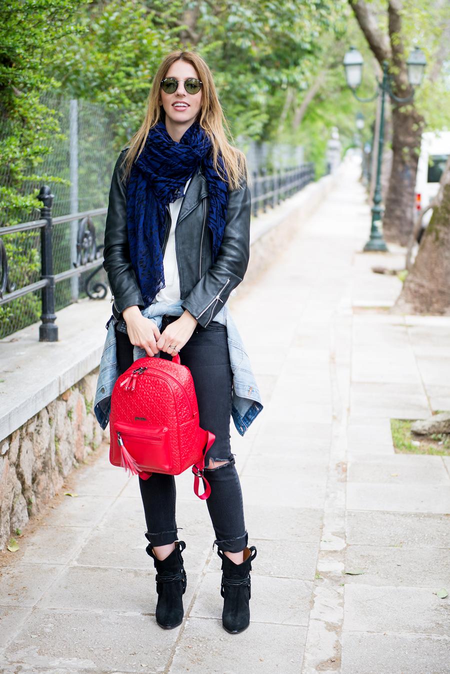 где с чем носить красный рюкзак фото выигрышно локация